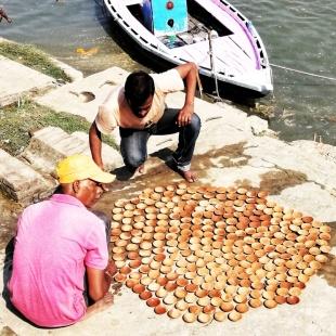 Preparativi del Diwali, Varanasi