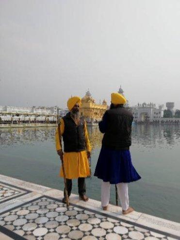 I guardiani del Tempio d'oro di Amritsar: occhio ai capelli!